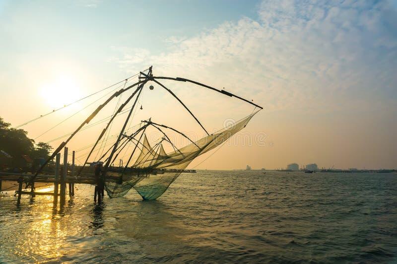 在阿拉伯海的岸的中国捕鱼网 堡垒科钦,喀拉拉,印度 古迹 库存图片