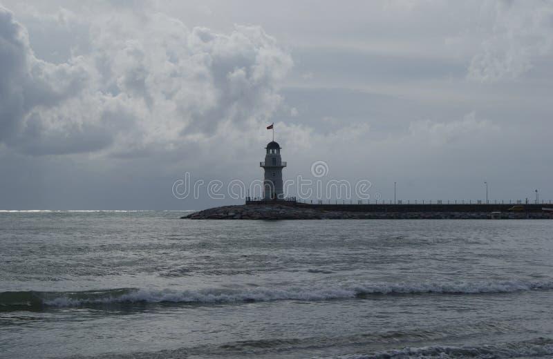 在阿拉尼亚,土耳其海湾的偏僻的灯塔  免版税库存照片