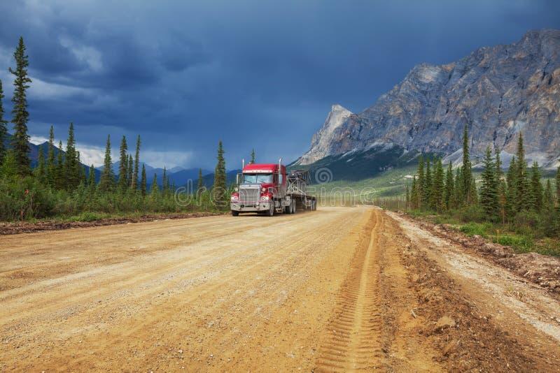 在阿拉斯加的路 免版税图库摄影
