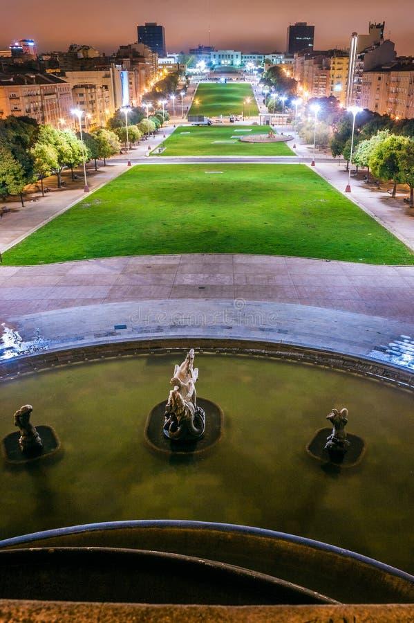 在阿拉米达公园,里斯本,葡萄牙的光亮喷泉 免版税库存照片