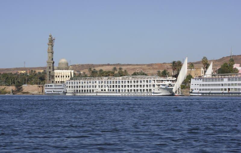 在阿斯旺附近的尼罗省在埃及 图库摄影