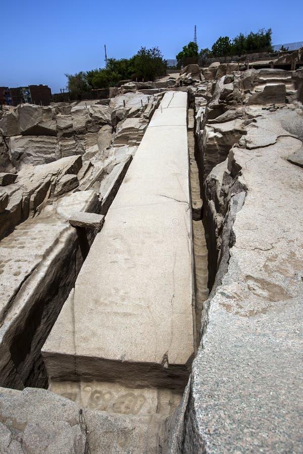 在阿斯旺附近的未完成的方尖碑在埃及 库存图片