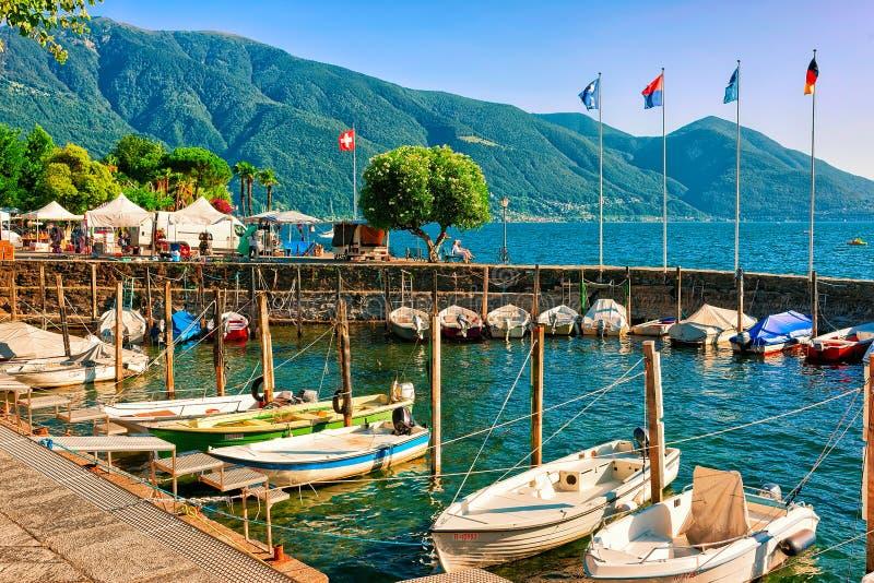 在阿斯科纳散步的小船在提契诺州在瑞士CH 免版税库存照片