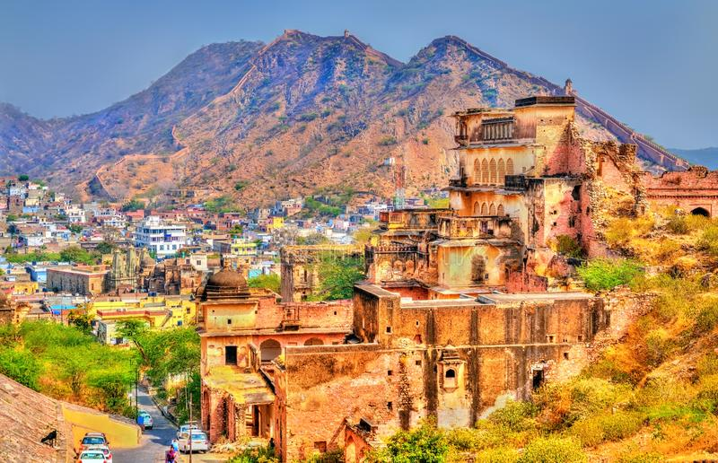 在阿梅尔堡垒附近的古老废墟在斋浦尔 拉贾斯坦,印度 免版税图库摄影