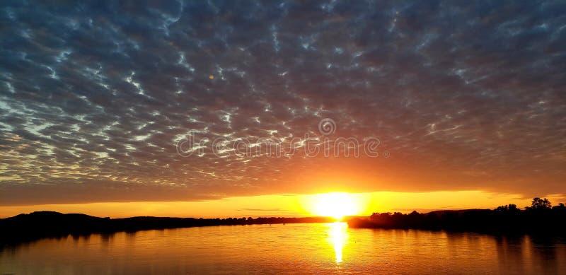 在阿肯色河的日落 库存图片