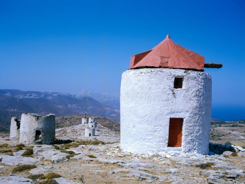 在阿莫尔戈斯岛,Kyklades在Meditarranean,希腊的一个小海岛的风车 免版税库存图片