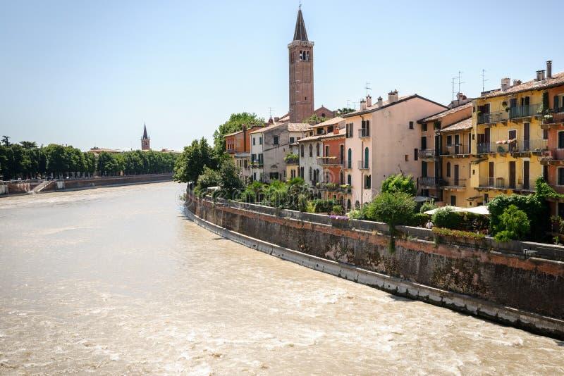 在阿迪杰河的看法在维罗纳,意大利, 免版税库存照片