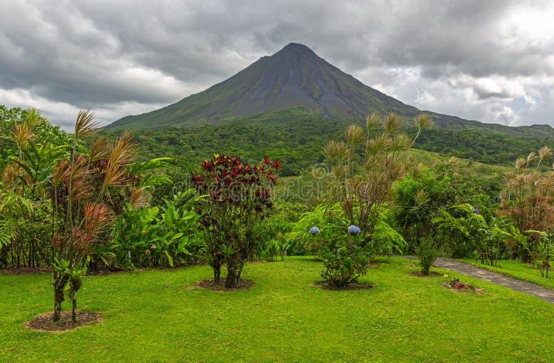 在阿雷纳尔火山,哥斯达黎加的剧烈的看法 库存图片
