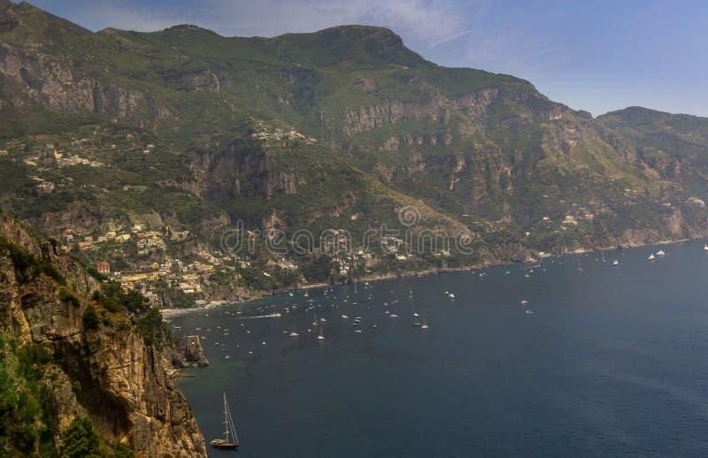 在陆间海的阿马飞海岸在那不勒斯,意大利南部 免版税库存照片