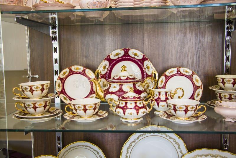 在陈列室的碗筷 免版税库存照片