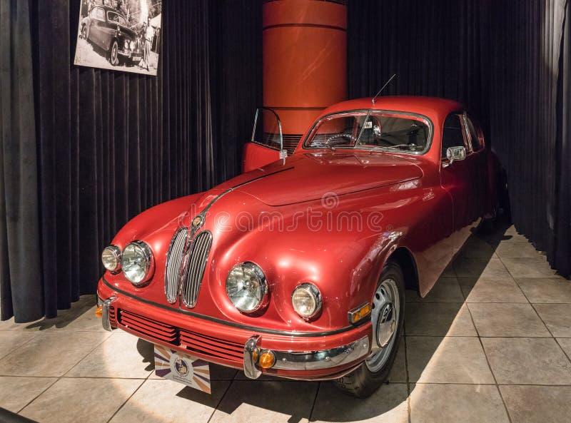 在陈列的布里斯托尔401小轿车1952年在国王Abdullah二世汽车博物馆在阿曼,约旦的首都 免版税库存照片