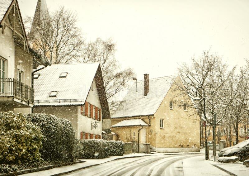 在降雪下的巴法力亚镇在冬天 库存照片