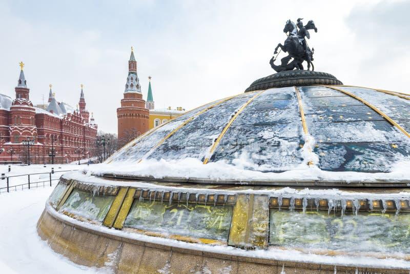 在降雪在冬天,俄罗斯期间的中央莫斯科 库存照片