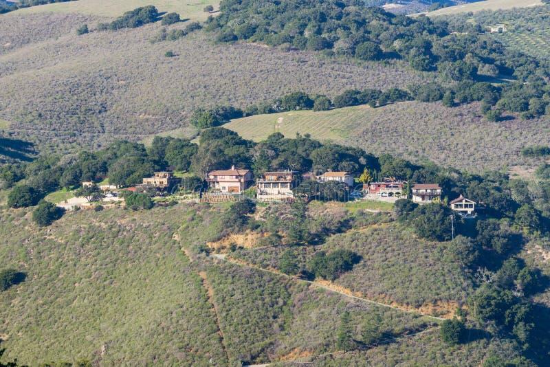在陡峭的小山栖息的议院,蒙特里半岛,加利福尼亚 免版税库存图片