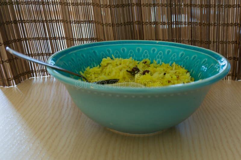 在陶瓷碗的柠檬米 免版税库存照片