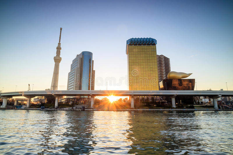 Download 在隅田川的东京地平线 编辑类库存图片. 图片 包括有 黎明, 地标, 街市, 风景, 日语, 游人, 旅行 - 72371609
