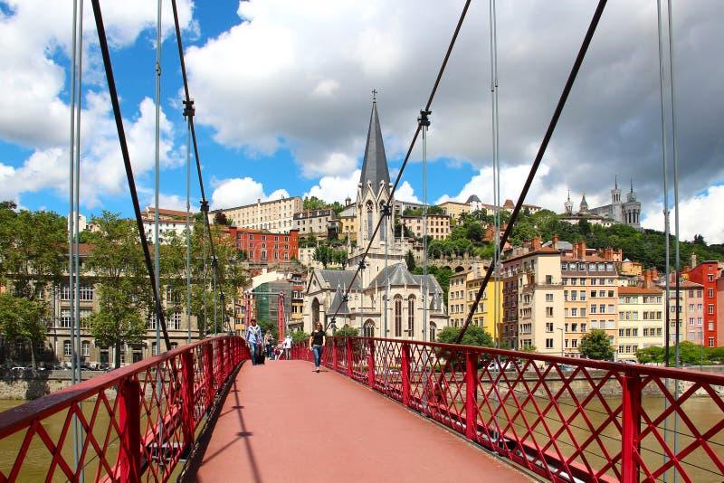 在隆河,利昂,法国的St乔治人行桥 免版税库存照片