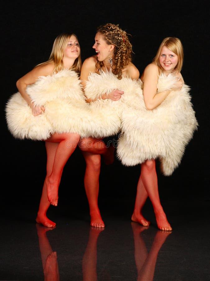 在隐藏三个空白年轻人的毛皮女孩之& 免版税库存照片