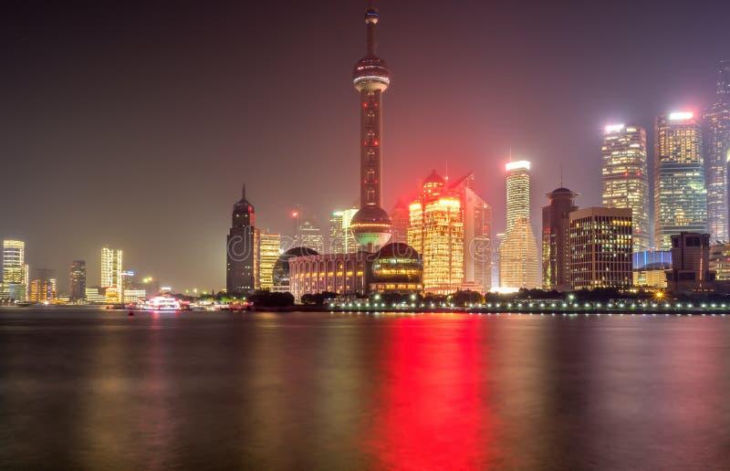 在障壁上在夜之前,上海,中国 免版税图库摄影