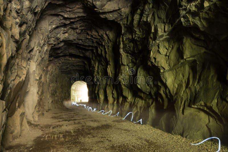 在隧道的光足迹 免版税库存图片