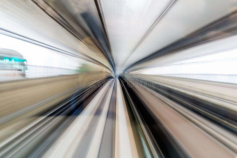 在隧道,东京日本里面的被弄脏的行动移动的高速火车 免版税库存照片