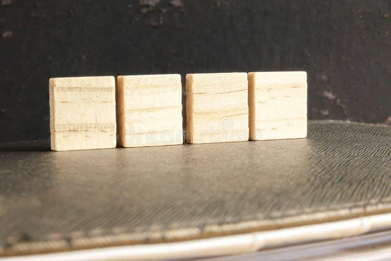 在难看的东西黑背景隔绝的空白的木拼字游戏片断 库存图片