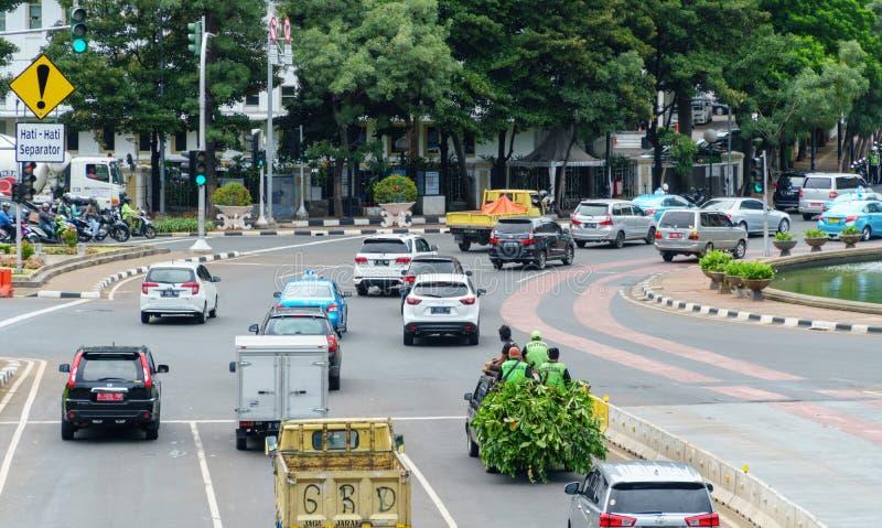 在雅加达街道,印度尼西亚的交通 库存照片