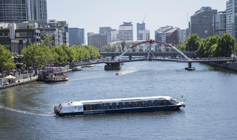 在雅拉河的小船巡航, Southbank,墨尔本,澳大利亚 免版税库存图片
