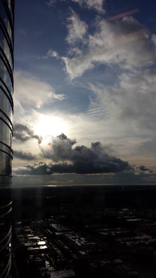 在雨以后的愚钝的天空 免版税库存图片