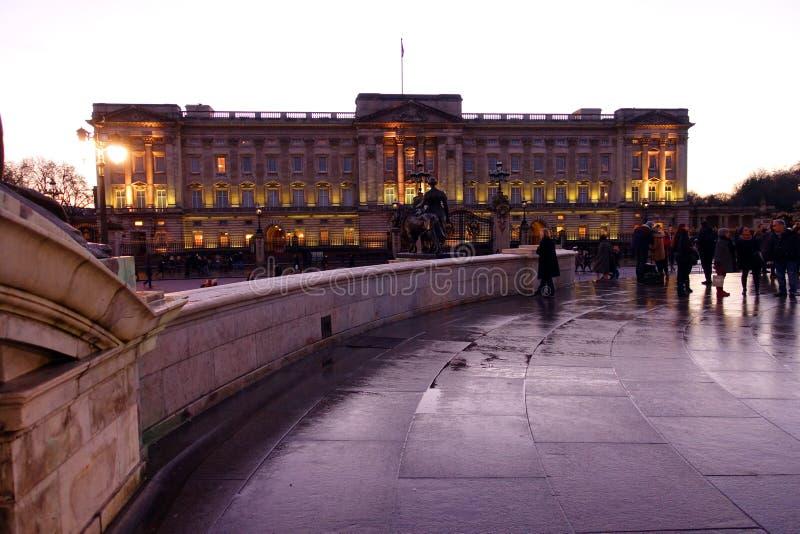 在雨以后的白金汉宫 免版税库存图片