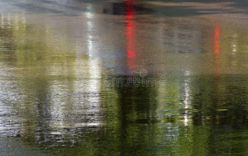 在雨以后的溜滑路 免版税库存照片