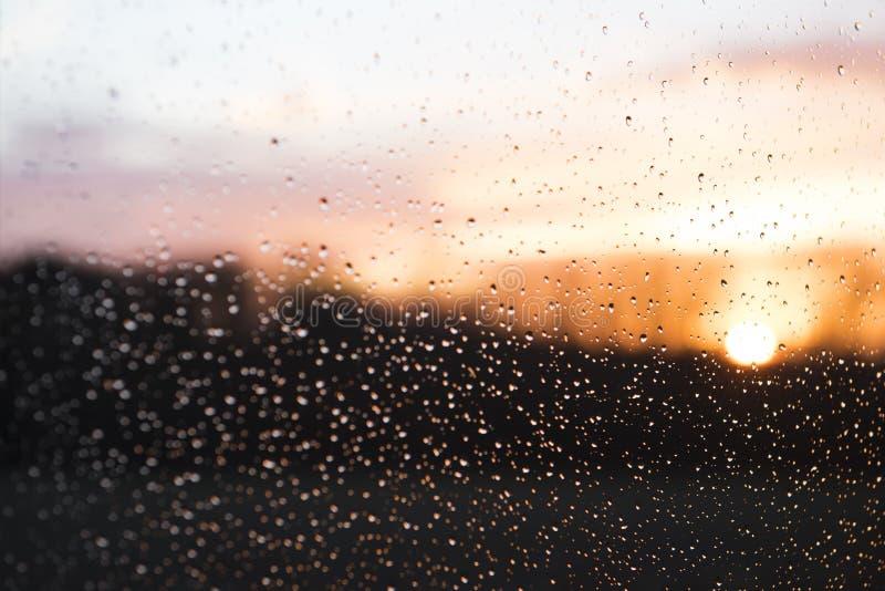 在雨-背景以后的阳光 库存图片
