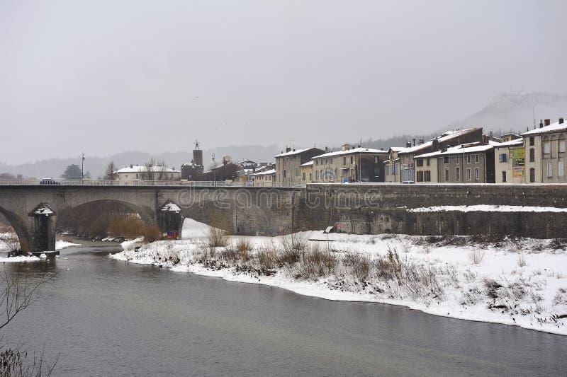 在雪下的昂迪兹,小镇在东南法国 免版税库存照片
