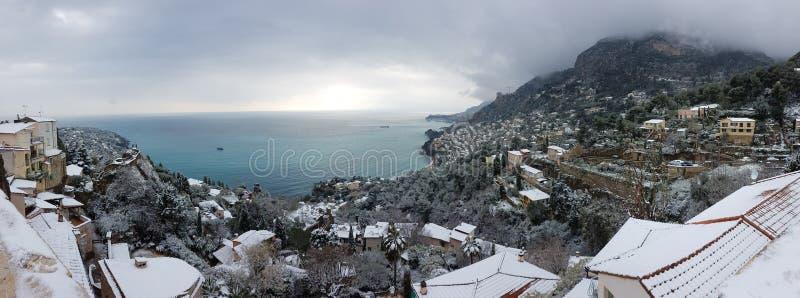 在雪全景下的法国海滨 免版税库存照片
