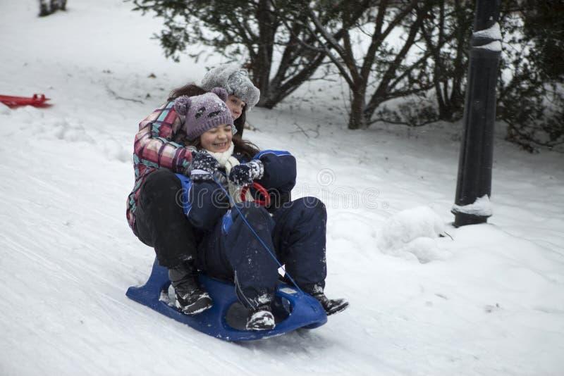 在雪的乐趣 免版税库存照片