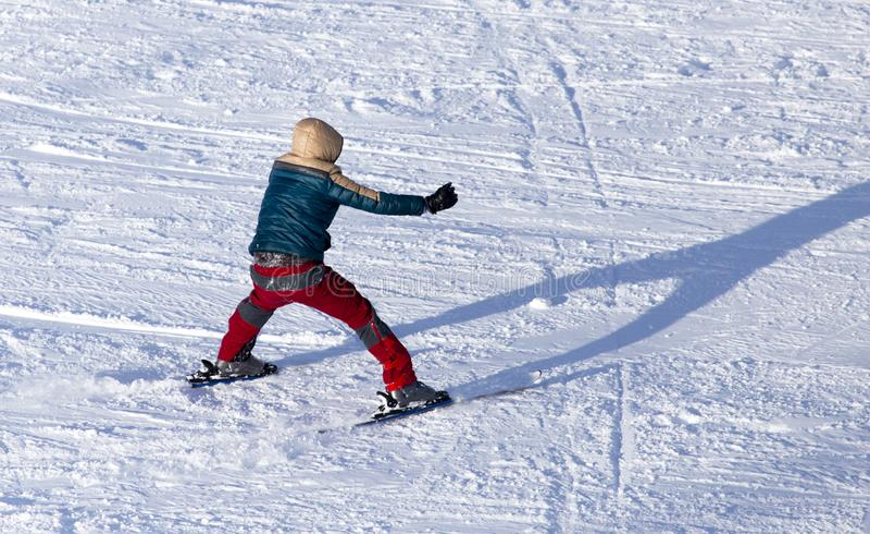 在雪的人滑雪在冬天 库存图片