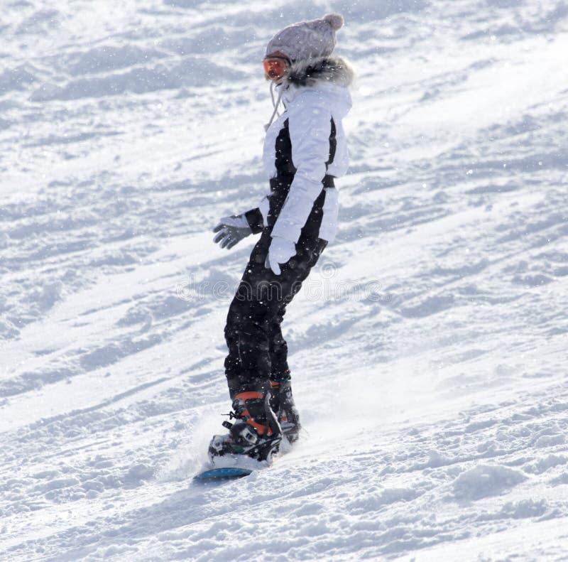 在雪的人雪板运动 免版税库存照片