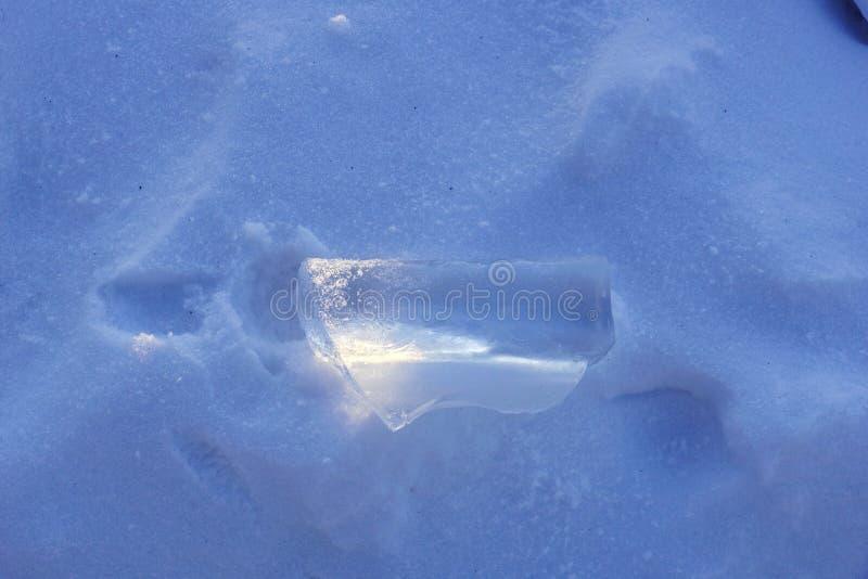 在雪的冰 轻的戏剧 库存图片