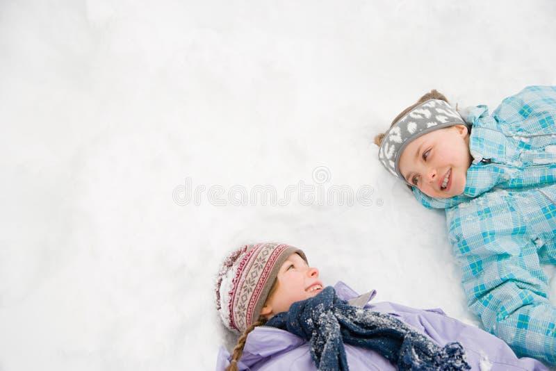 Download 在雪的女孩 库存照片. 图片 包括有 陆运, 干净, 发现, 帽子, 节假日, 表面, 测试, 友谊, 幸福 - 62534794