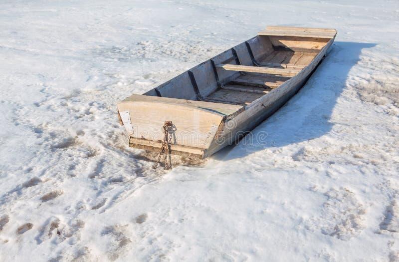 在雪的小船 免版税图库摄影