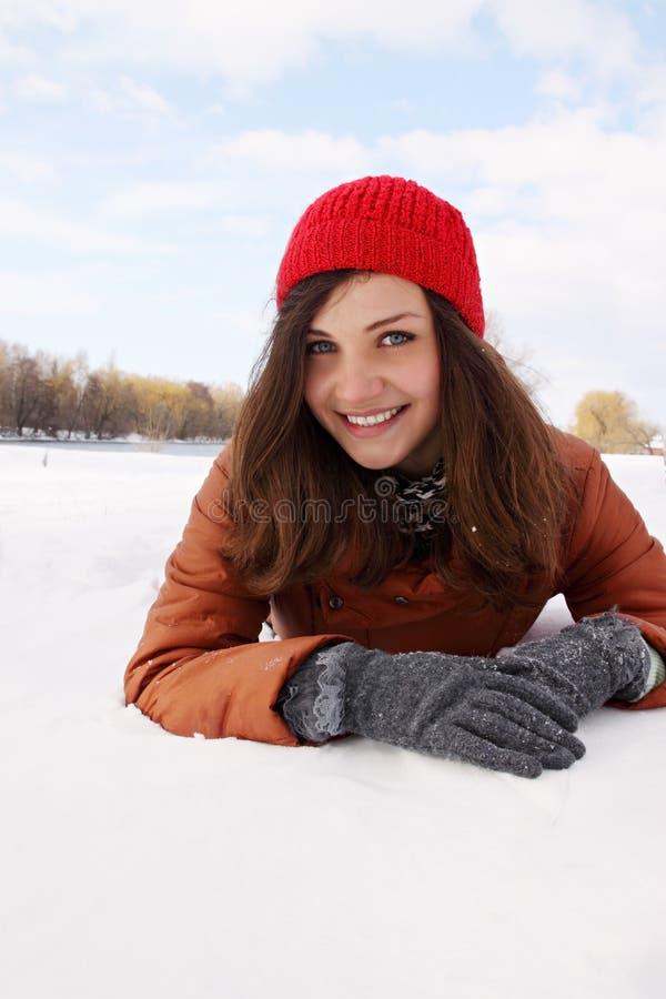 在雪的少妇 免版税图库摄影