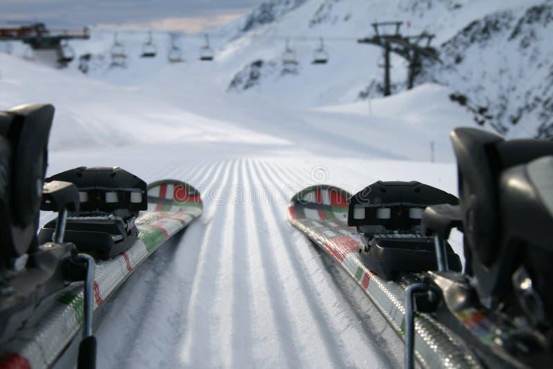 在雪的滑雪 免版税图库摄影