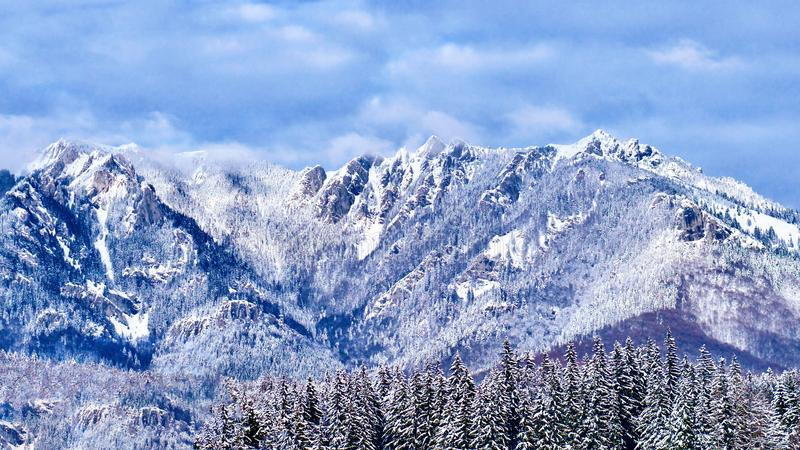在雪盖的庄严蓝色落矶山脉 库存图片
