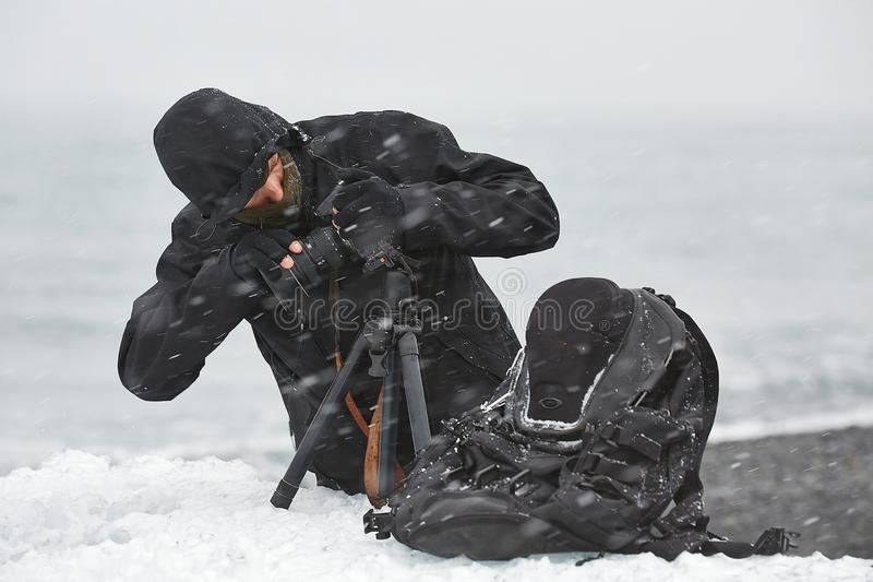 在雪飞雪的照片设备 图库摄影