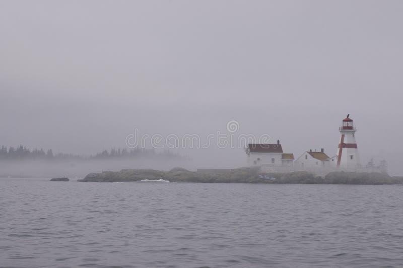 在雾的灯塔 库存图片