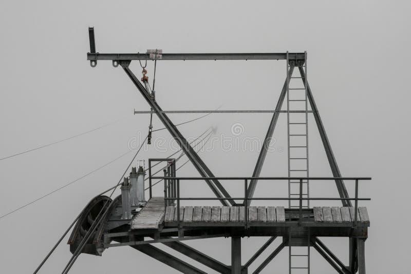 在雾的电车 免版税库存照片