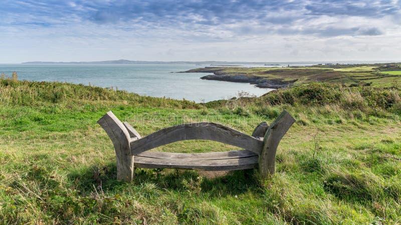 在霍利黑德防堤国家公园和北部堆之间的Anglesey风景 图库摄影