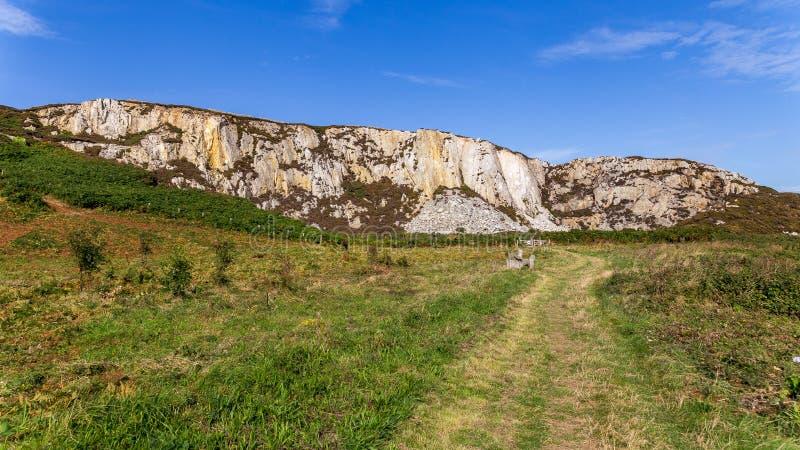 在霍利黑德防堤国家公园和北部堆之间的Anglesey风景 免版税图库摄影