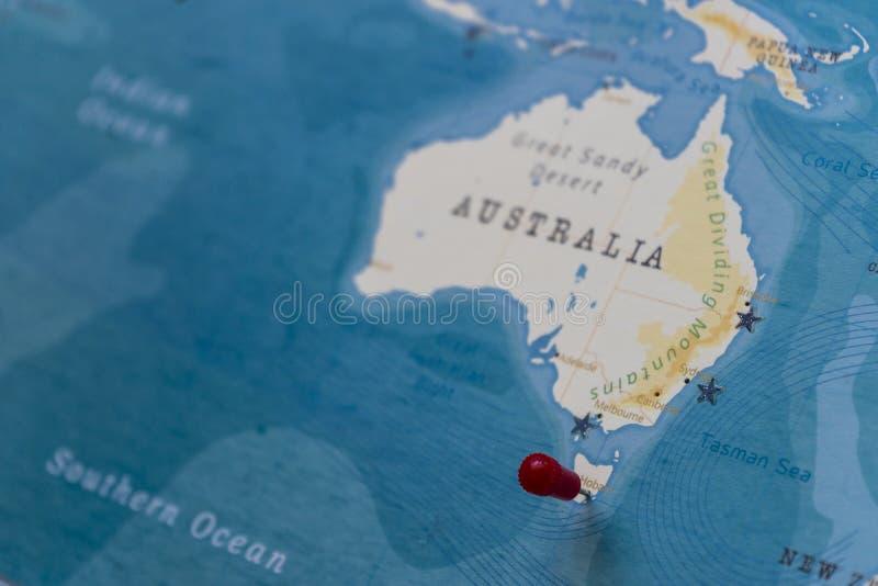 在霍巴特,世界地图的澳大利亚的一个别针 免版税库存照片