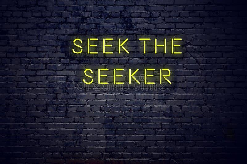 在霓虹灯广告的正面富启示性的行情对砖墙寻找寻找者 向量例证